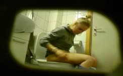 Blonde teen shitting