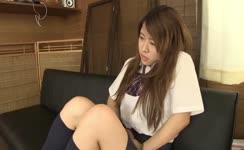 Hot schoolgirl can't hold it anymore
