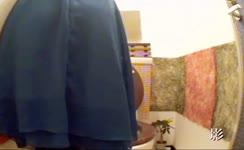 Spying on thai girls pooping